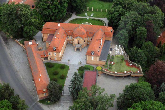 Zámek Štiřín - foto stirin.cz